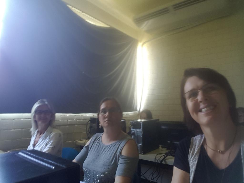 Ester, Crisléia e Hildegard